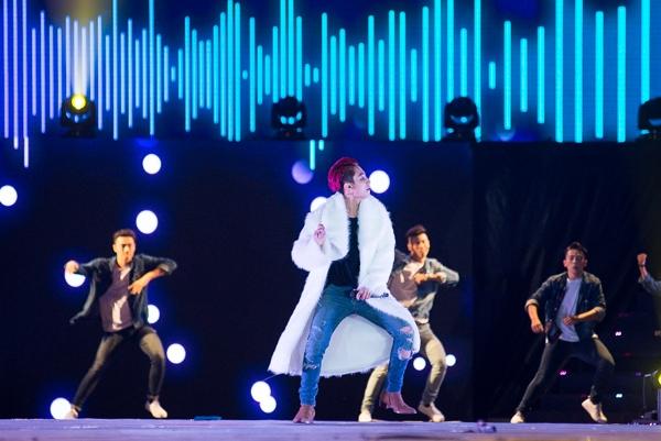 Liveshow kỉ niệm 3 năm ca hát được anh đầu tư vô cùng kĩ lưỡng, chất cả phần nghe lẫn phần nhìn. - Tin sao Viet - Tin tuc sao Viet - Scandal sao Viet - Tin tuc cua Sao - Tin cua Sao