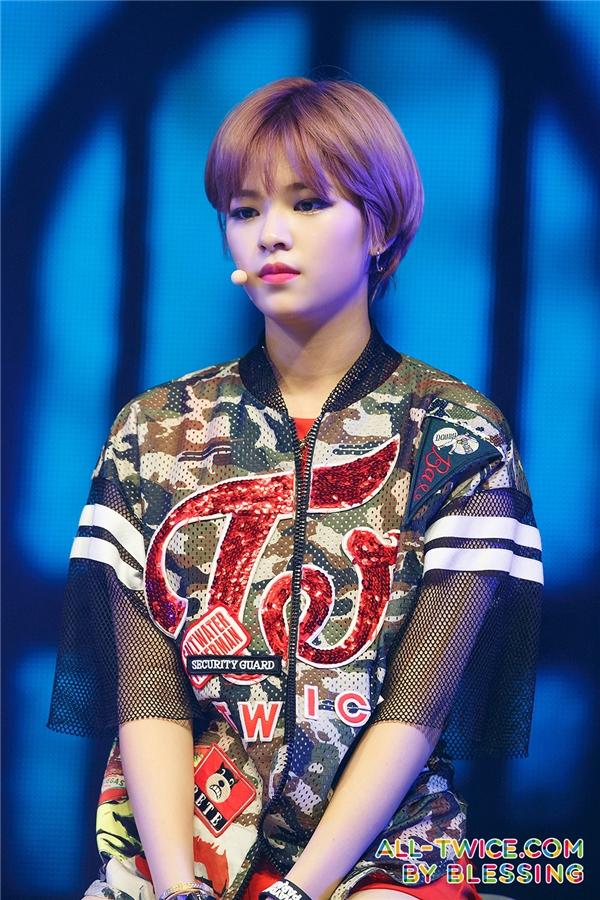Trước khi ra mắt, từngoại hình đến phong cách của Jungyeon đều toát lên nét cá tính, mạnh mẽ không khác gì thời điểm hiện tại.