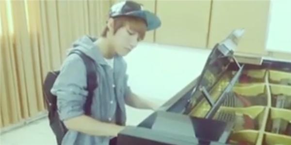 Fan Ngây ngất trước những khoảnh khắc Sơn Tùng chơi đàn piano