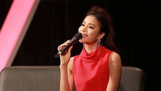 Phạm Hương tự tin khoe giọng hát khi cover