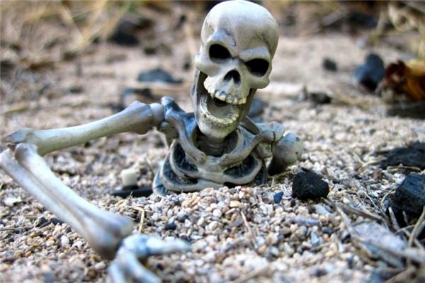 Bí ẩn về sự xuất hiện của những bộ xương người tại hồ vẫn chưa được làm rõ.