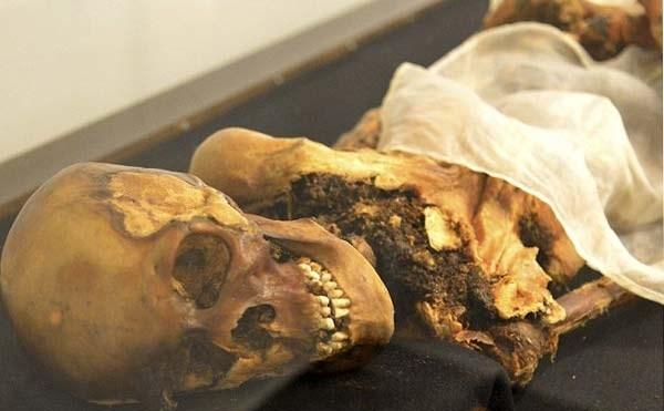 Lời nguyền xác ướp công chúa Nga Ukok khiến nhiều người kinh sợ. Xác ướp vị công chúa này được phát hiện bên trong tầng đất đóng băng vĩnh cửu của một cao nguyên ở tây nam Siberia, Nga suốt 2.500 năm. Đến năm 1993, nhà khoa học Natalia Polosmak đã phát hiện và khai quật xác ướp này.