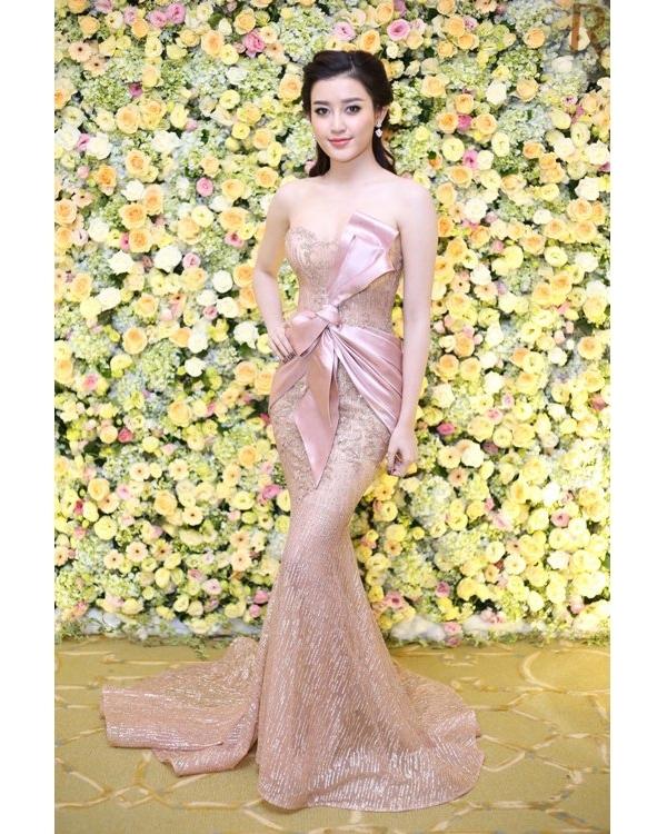 Phạm Hương liên tiếp đụng hàng trang phục với hoa hậu, á hậu Việt