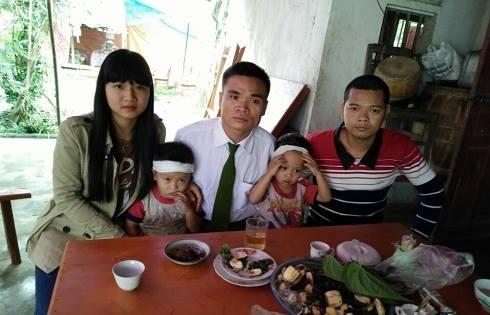 Hai đứa trẻ 3 tuổi, còn quá nhỏ để hiểu được rằng mình đã mất mẹ mãi mãi.(Ảnh: Facebook)