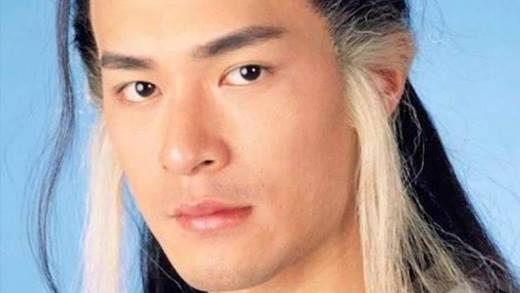 Dương Quá may mắn được học rất nhiều võ công lợi hại do nhiều người truyền dạy. Tuy nhiên thay vì dùng những cái có sẵn thì anh lại tạo nên môn võ công mới là Ảm Nhiên Tiêu Hồn Chưởng trong quãng thời gian 16 năm chờ đợi Tiểu Long Nữ.