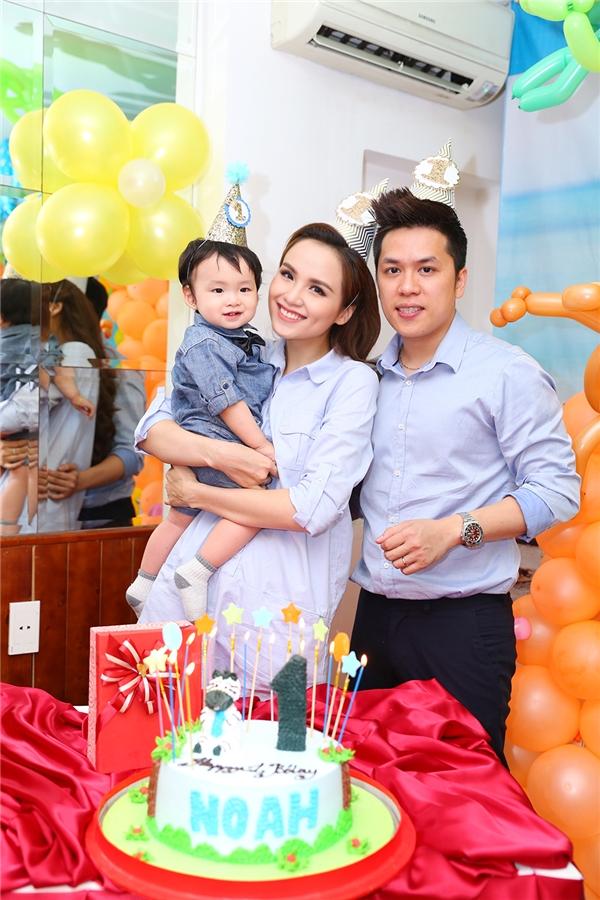 Cả gia đìnhhạnh phúc cùng nhau tổ chức tiệc sinh nhật. - Tin sao Viet - Tin tuc sao Viet - Scandal sao Viet - Tin tuc cua Sao - Tin cua Sao
