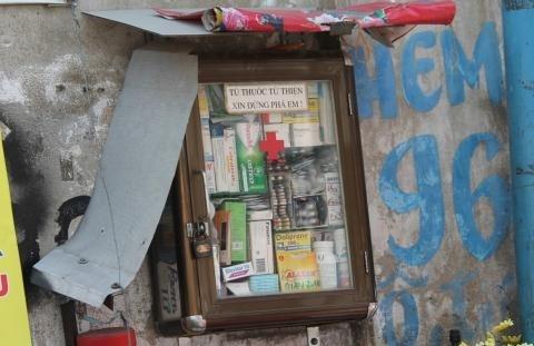 """Hay tủ thuốc miễn phí nằm khiêm nhường trong """"con hẻm miễn phí"""" - hẻm96 Phan Đình Phùng, phường 2, quận Phú Nhuận. (Ảnh: Internet)"""