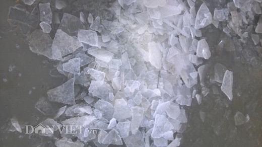 Ảnh: Đỉnh Phan Xi Păng xuất hiện băng dày như tấm kính