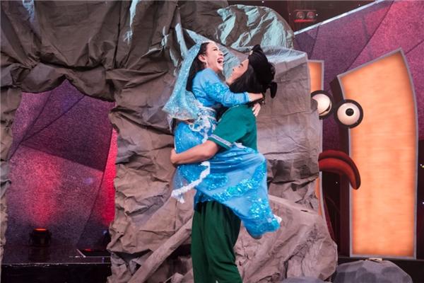 Vở diễn kết thúc với màn cầu hôn của Thu Trang dành cho Võ Minh Lâm. - Tin sao Viet - Tin tuc sao Viet - Scandal sao Viet - Tin tuc cua Sao - Tin cua Sao