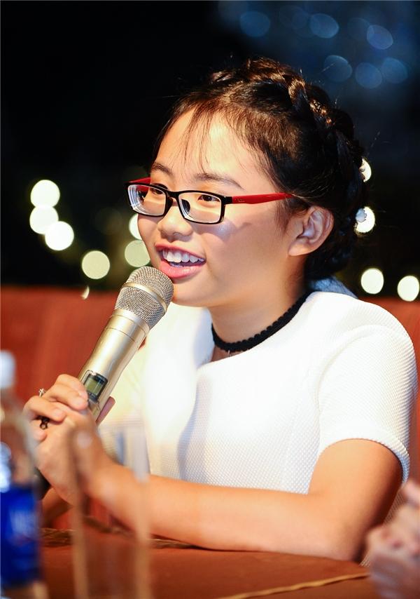 Phương Mỹ Chi hát hết mình và không phân biệt khán giả, dù bị tấn công - Tin sao Viet - Tin tuc sao Viet - Scandal sao Viet - Tin tuc cua Sao - Tin cua Sao