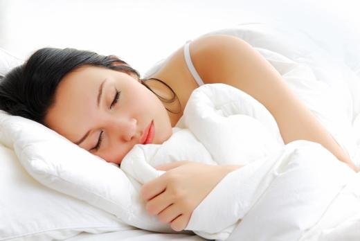 Cần ngủ đủ 8 tiếng mỗi ngày để cơ thể hồi phục và phát triển. (Ảnh: Internet)
