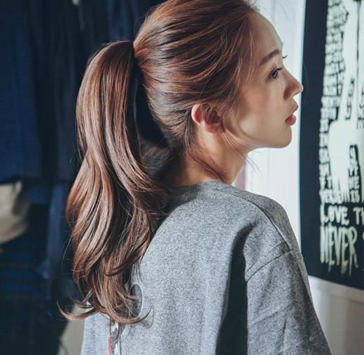 """Không phải """"vật lộn"""" với tóc mỗi sáng là niềm sung sướng của chị em phụ nữ. (Ảnh: Internet)"""