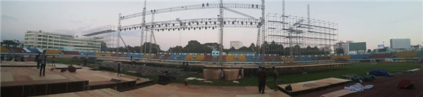 Bề ngang sân khấu: 92m (bề ngang bằng gần 8 sàn nhà hát Bến Thành cộng lại). Các công đoạn lắp ráp và tập dợt đang được khẩn trương hoàn thiện. - Tin sao Viet - Tin tuc sao Viet - Scandal sao Viet - Tin tuc cua Sao - Tin cua Sao