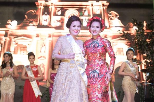 Cuộc thi còn sự góp mặt của Hoa hậuáo dài Kiều Khanh.