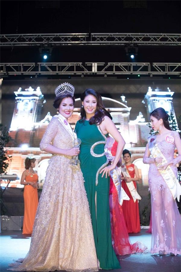 Đặc biệt, Hoa hậu Việt Nam Hà Kiều Anhxuất hiện danh dựngồi ở vị trí giám khảo khách mờisau hơn tháng sinh em bé.