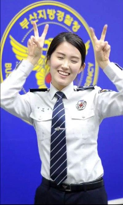 Động tác dễ thương của Jang Min Seok. (Ảnh: Internet)