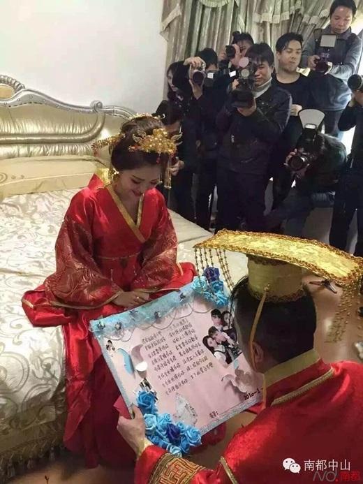 Đám cưới độclạvà hào nhoáng củacô dâu,chú rểthu hút rất nhiều phóng viên đến đưa tin. (Nguồn Internet)