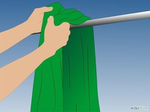 Nếu muốn phơi quần áo ướt hay khăn ướt ở trong nhà, tốt nhất bạn nên tìm một căn phòng không có bóng dáng của nấm mốc, nếu không chúng sẽ nhanh chóng tiêu diệt toàn bộ trần nhà của bạn đấy.(Nguồn Internet)