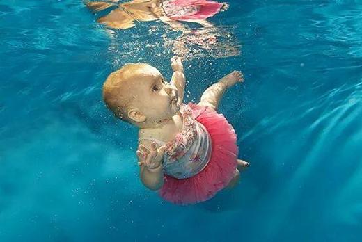 Những hình ảnh ngày còn khỏe mạnh, lành lặn của cô bé (Ảnh: hopeforharmonie.co.uk)