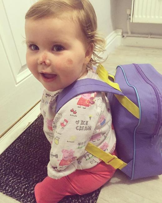 Đặc biệt là vào ngày 11/1 vừa rồi, bé Harmonie-Rose lần đầu đi nhà trẻ. (Ảnh: HopeForHarmonie)