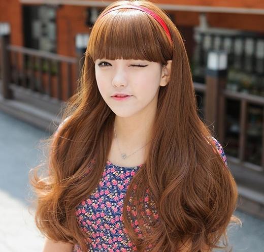Vẻ ngây thơ đáng yêu của con gái Á châu nhờkiểu tóc búp bê dài. (Ảnh: Internet)