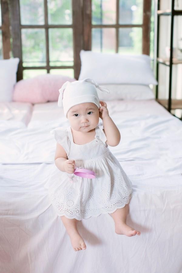 Tiểu công chúa nhà Lý Hải Minh Hà được đặttên Tuệ Minh với ý nghĩa một cô gái thông minh, nhanh nhẹn và trí tuệ. - Tin sao Viet - Tin tuc sao Viet - Scandal sao Viet - Tin tuc cua Sao - Tin cua Sao