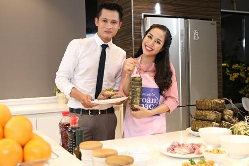 Ốc Thanh Vân trổ tài gói bánh tét trong ngày Tết - Tin sao Viet - Tin tuc sao Viet - Scandal sao Viet - Tin tuc cua Sao - Tin cua Sao