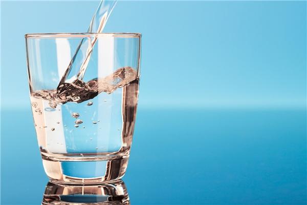 Uống một linước vào buổi sáng rất tốt cho sức khỏe. (Ảnh: Internet)