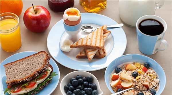 Hãy ăn bữa sáng đầy đủ chất. (Ảnh: Internet)