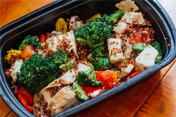 Chuẩn bị bữa trưa theo đúng chế độ dinh dưỡng của bạn. (Ảnh: Internet)