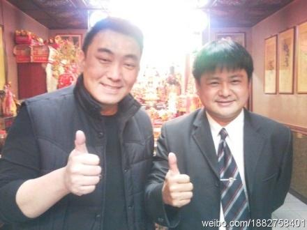 Từ Hanh (bên trái)vài năm trước.