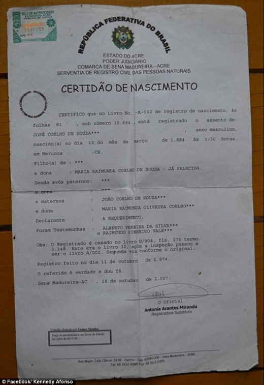 Tờ giấy khai sinh của de Souza gây tranh cãi khi ghi ông sinh vào ngày 10/03/1884. (Ảnh: Daily Mail)