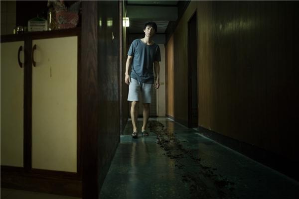 Câu chuyện bắt đầu khi bà ngoại của Wei mất tích.