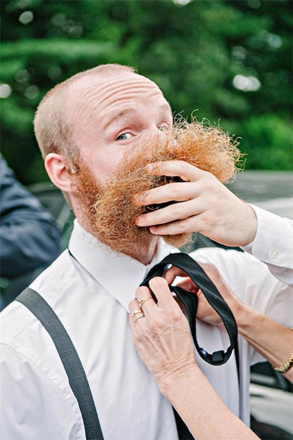 Chỉ tại chú rể có râu nhiều quá đây mà. (Ảnh:Erica Ferrone )