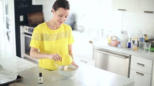 Tự tay làm mặt nạ cho mắt với nguyên liệu có sẵn trong bếp