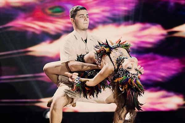 """Cô đã có những khoảnh khắc """"cháy"""" hết mình trên sân khấu cùng bạn nhảyTeodor Georgiev. - Tin sao Viet - Tin tuc sao Viet - Scandal sao Viet - Tin tuc cua Sao - Tin cua Sao"""