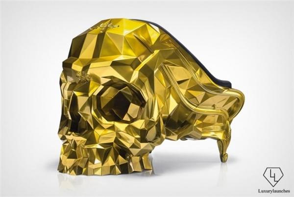 Sốc trước chiếc ghế đầu lâu dát vàng trị giá hơn chục tỉ đồng
