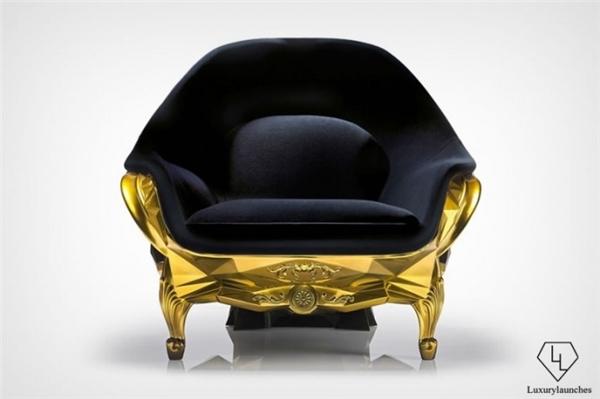 Mặt trước bằng nhung êm ái, thiết kế để có thể ngồi thoải mái.(Ảnh:Luxury Launches)