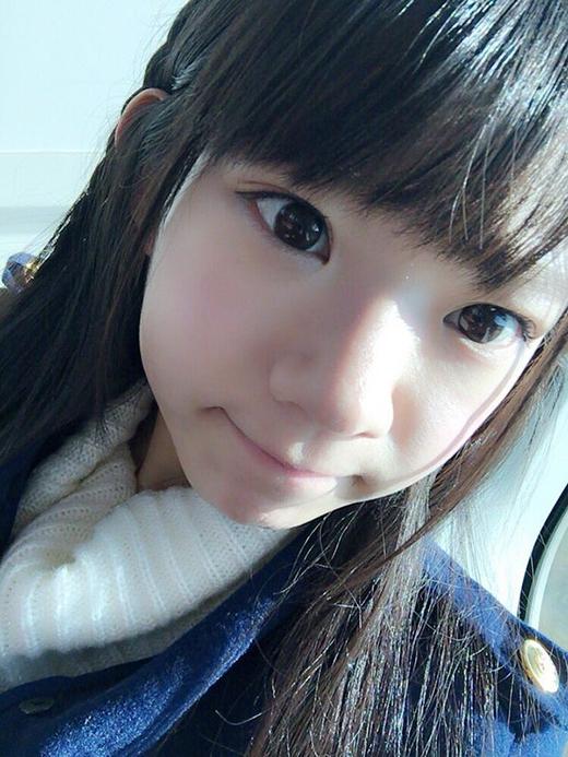 Trông xinh xắn đáng yêu như một cô bé cấp 2 (Ảnh: nagasawa_marina)