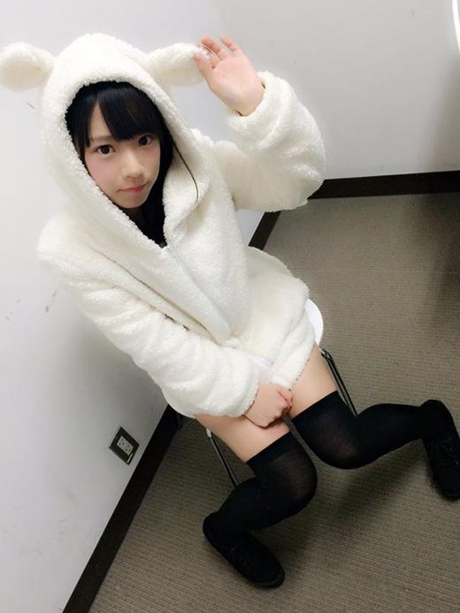 Ngoài khoe ảnh đồng phục, những lúc chụp toàn thân người ta mới tin được là cô nàng này đã 19 tuổi. (Ảnh: nagasawa_marina)