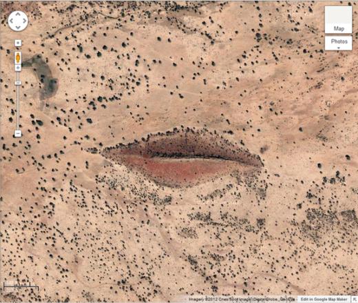 """""""Đôi môi ngọt ngào"""" này thực chất là một ngọn đồi nằm ở Gharb, Darfur, Sudan. Bạn có thể tìm thấy nó ở tọa độ 12 ° 22'13.32 """"N, 23 ° 19'20.18"""" E. (Ảnh: Internet)"""