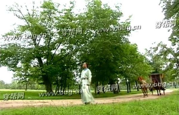 Mọi người quyết định đi tìm hoàng thượng để nhận lỗi. Lúc này cỏ cây xanh tươi tốt.