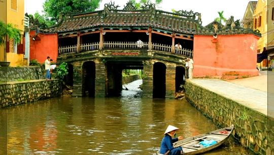 Chiếc cầu cổ duy nhất còn lại ở Hội An ngày nay là Chùa Cầu, còn có tên gọi khác là Cầu Nhật Bản. Trải qua rất nhiều lần trùng tu, hình dáng cây cầu đã bị thay đổi nhiều, dáng vẻ ngày nay được hình thành trong những lần sửa chữa vào thế kỉ18 và 19.(Ảnh: Internet)