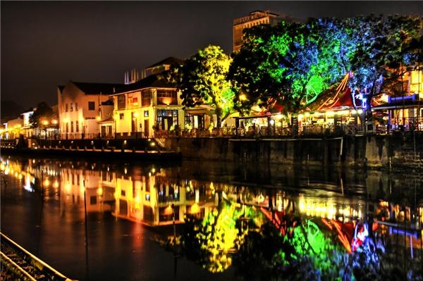 Malacca về đêm lung linh huyền ảo.(Ảnh: Internet)
