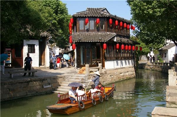 Có tuổi thọ hơn 1.000 năm, phố cổ Tongli xứng đáng được gọi là anh cả trong số 6 địa điểm trong danh sách này.(Ảnh: Internet)