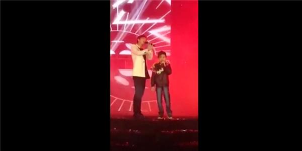 Sơn Tùng song ca cùng fan nhí 10 tuổi bị ung thư