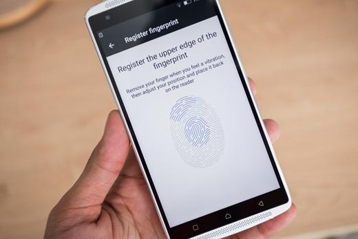 Ngoàira máy còn hỗ trợ 2 SIM, kết nối 4G, cảm biến vân tay ở mặt sau và chạy trên nền tảng Android 5.1 Lollipop.