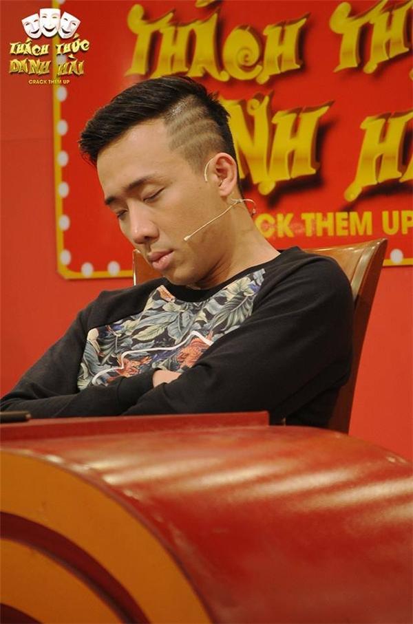 """Kể cả khi đang ngồi trên """"ghế nóng"""" của một chương trình truyền hình, anh vẫn có thể ngủ ngon lành. - Tin sao Viet - Tin tuc sao Viet - Scandal sao Viet - Tin tuc cua Sao - Tin cua Sao"""