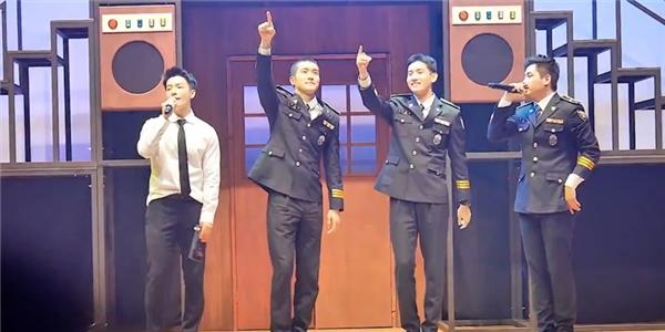 Donghae, Siwon và Changmin bất ngờ lộ diện cực đẹp trai sau nhập ngũ