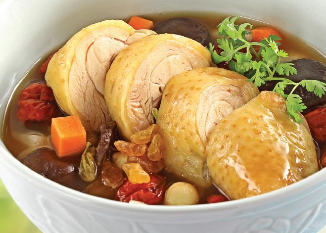 Bác sĩ khuyên những người đau dạ dày không nên ăn canh trước khi ăn cơm. (Ảnh: Internet)